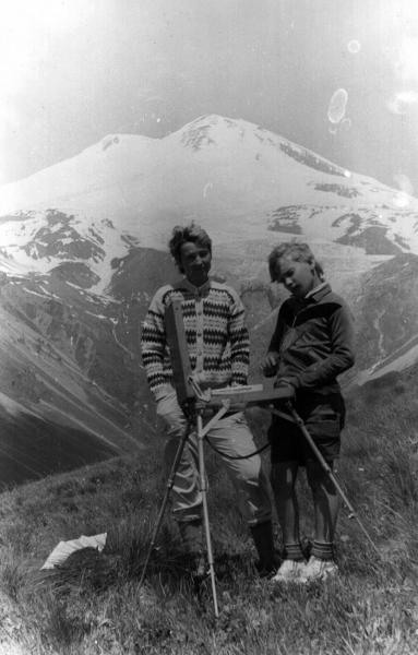 Семён Кожин. Кожин Семён Леонидович в 1990 году с  Кожиной Ириной Михайловной (Мамой) на горе Чегет. Приэльбрусье. Летние каникулы.