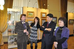 Simon Kozhin. Visit the solo exhibition in the halls of the Russian Auction House in Moscow Ambassador Extraordinary and Plenipotentiary of China to Russia Li Hui and his wife Shi Xiaoling.