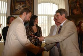 Simon Kozhin. Handing grant